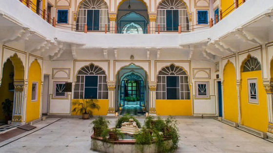 hotel diggi palace courtyard jaipur india
